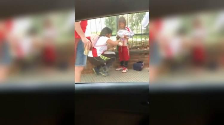 La mujer que le pegó bengalas a su hijo antes de la Superfinal podría ir a prisión entre 2 y 8 años