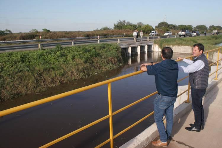 LA OBRA DEL CANAL DERIVADOR, QUE GESTIONÓ CR. CRAVERO, EVITÓ QUE INGRESARA AGUA A LA CIUDAD DE ARROYITO